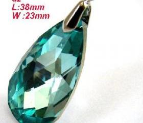 Sparking Faceted Teardrop Glass Crystal Pendant Necklace