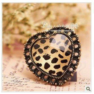Retro Leopard Heart Shaped Hollow Ring, Adjustable